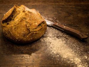 Le pain bio de M. Perrin, paysan boulanger à Saulgé.